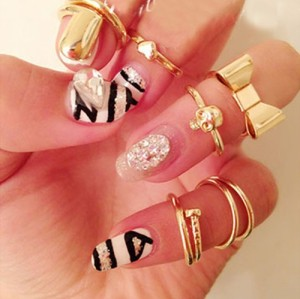 R-1093New Fashion Gold Tone Punk Cool Finger Nails Rings Set