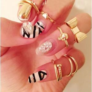 R-1093New Fashion Gold Tone Punk Cool Finger Nails Rings Set