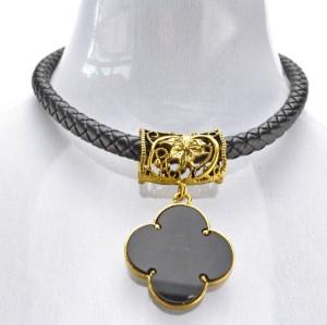 N-3094 European Vintage Gold Metal Hollow Out Flower Black Resin Four Leaf Clover  Pendant Necklace
