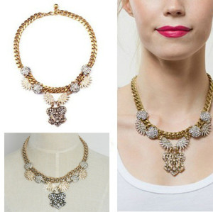 N-3099 Europe Vintage Style Alloy Clear Rhinestone Round Flower Pendant Choker Necklace