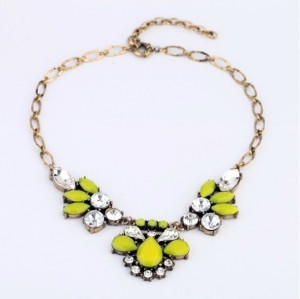 N-3113 New Arrival Vintage Style Gold Plated Metal Crystal Resin Gem Flower Bib Pendant Necklace