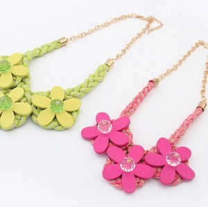 N-3115 New Arrival Fashion Koear Ribbon Gold Plated Chain Wood Flower Acrylic Crystal Pendant Necklace