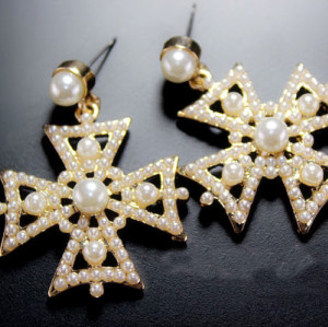 E-0299 Fashion European Gold Plated Alloy  Faux Pear Cross Dangel Earrings