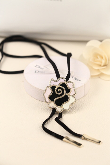 N-3546 New Arrival Charming Fashion Rhinestone Rose Flower Pendant Black Leather Long Chain Necklace