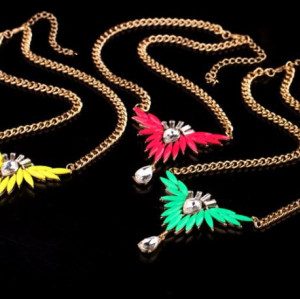 N-3557 New Arrival Fashion Gold Plated Alloy fluorescence color resin gem feather crystal drop Pendant Necklace