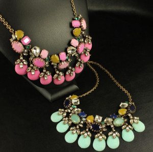 N-3556 New Arrival Vintage Style Bronze Alloy Chain Crystal Rhinestine Flower Drop Resin Gem Necklace