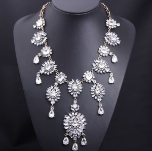 N-3585European Vintage Style Gold Alloy Full Clear Drop Square Flower Statement Necklace Wedding Jewelry