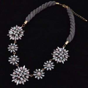 N-3592 European Style Vintage Gold Metal Resin Gem Crystal Flower Pendant Rope Chain Necklace