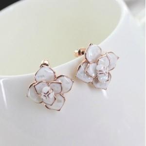 E-3028 Fashion Gold Plated Metal  White Enamel Shell Flower Stud Earrings