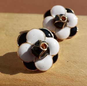 E-3042 Europe Style Gold Plated Alloy White Black Enamel Flower Stud Earrings