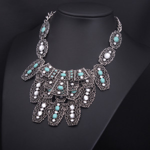 N-3803 Carving Vintage Silver Metal Hollow Out Flower Green Resin Gem Rhinestone Choker Necklace