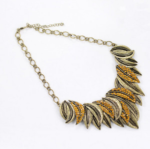 N-3829 Vintage Style Bronze Alloy Brown Rhinestone Leaves Shape Pendant Necklace