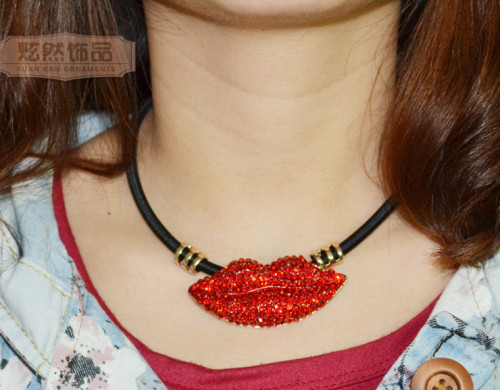 N-3838 Korea Style Exaggerated Big Red Lip Rhinestone Pendant Female Black Rope Chain Vintage collar  necklace