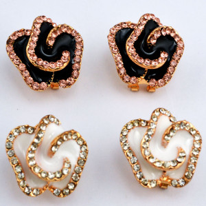 E-3117 Korea Style Gold Plated Alloy enamel Rhinestone white /black flower Earrings brinco women