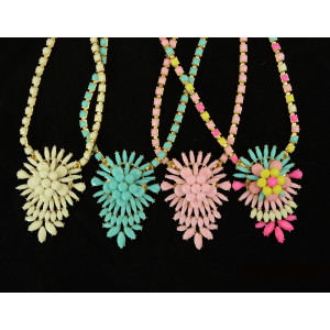 N-3923 Europea Style Gold Plated Alloy Resin Gem Shourouk Flower Pendant Necklace Costume Jewelry