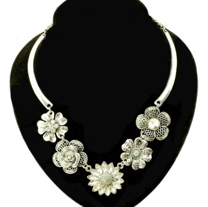 N-3926 Vintage Style Zamac Jewelry Rhinestone Crystal Flower Charming Necklace