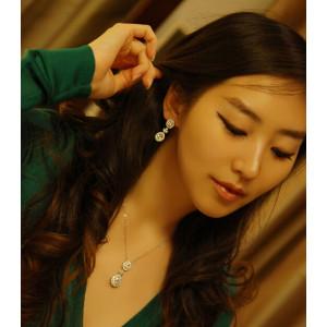 E-3166 Korea Style Silver Palted Rhinestone Crystal Flower Stud Earrings