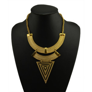 N-5016  Europea Style Golden Metal Geometry Crescent Moon Triangle Choker Necklace