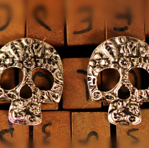 E-3231  Vintage Style Bronze Silver Metal Hollow Out Carving Flower Skull Ear Stud Earrings