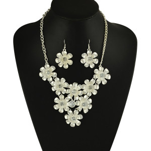 N-5092  Korea Style Silver Gold Plated Clear Crystal Bib Flower necklace
