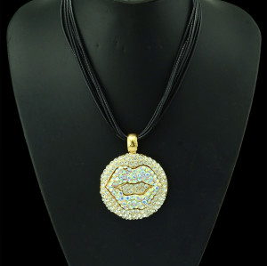 N-5113  New Arrival Black Chains Full Colorful Rhinestone Round Lip Pendant Necklace