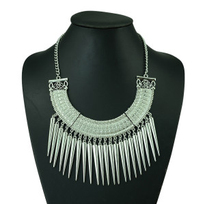 N-5216  European style Carving Crescent Choker Rivet Tassels Necklace