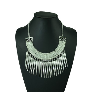 N-5216  European style Carving Crescent Choker Rivet Tassels Necklace