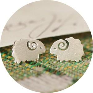 E-3424 fashion sterling 925 silver sheep stud earrings