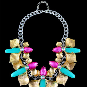 N-5397 vintage style gold plated alloy crystal flower statement necklace