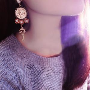 E-3481 Baroque Fashion crystal gold plated alloy earrings pearl gold head key pendant earrings