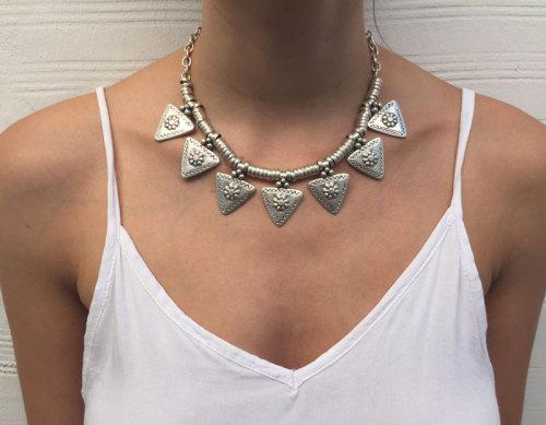 N-5563 Bohemian Tibetan Turkish Boho Silver Metal Carving Flower Triangle Choker Statement Necklace