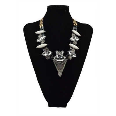 N-5564 European Fashion Jewelry Gun Black Plated White Rhinestone Resin Flower Statement Chain Crystal Big Triangle Necklace & Pendant for Women Accessories
