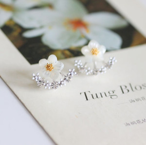 E-3547 New European Korean Fashion Popular Shell Flower Crystal Silver Plated Ear Stud  Earrings
