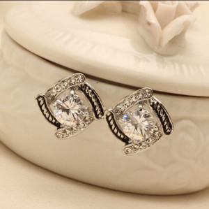 E-3546 Korean Fashion Square Diamond Earrings Zircons Crystal Shine Woman Ear Jewelry Stud Earrings