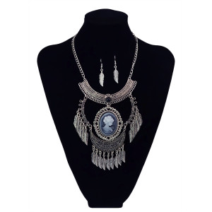 N-5897   New Fashion Bohemia Style Vintage Silver Plated Natural Turquoise Leaf tassel Moon Shape Queen Pendant Necklace Women Jewelry