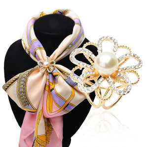 P-0215  Fashion Gold Plated Flower Brooch Pin rhinestones flower Rhinestone Scarf Buckle Brooches Women's Accessories