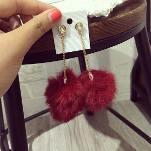E-3660  3 Colors European Style Major Suit Exaggerated Catwalk Earrings Fashion Rabbit Fur Big Ball Drop Earrings for Women Jewelry