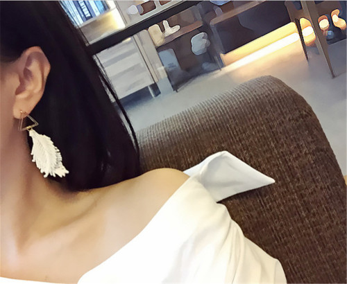 E-3832 Korean Fashion Gold Plated White Leaf Shape Earring Stud Earrings for Women Jewelry