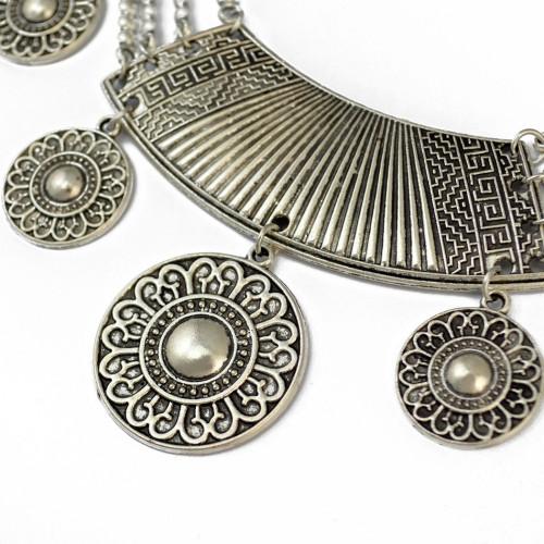 N-6585 Bohemian Style Retro Tibatan Silver Plated Alloy Carved Flower Round Plates Tassel Choker Bib Necklaces Trendy Ethnic Boho Women Accessory