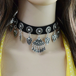 N-6644 Bohemian Black Leather Chain Carved Flower Inlay Crystal Rhinestone Shield Pendant Necklace for Women Jewelry
