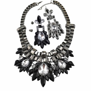 N-3597 European Gun Black Metal Resin Crystal Flower Choker Necklace Earrings Set