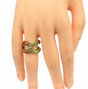 R-1109 European Bronze Alloy Rhinestone Small Gem Hollow Out Bowknot Shape Metal Ring