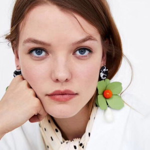 E-4675 6 Colors Large Exaggerated Earrings Flower Shaped Alloy Enamel Acrylic Resin Beads Dangle Earrings For Women Jewelry