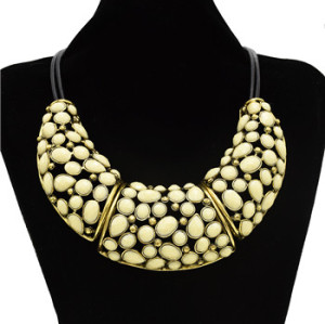 N-1345 Fashion Vintage Style Bronze Alloy Hollow Out Resin Drop Choker Necklace