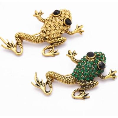 P-0416 Vintage Style Bronze Alloy Green Champagne Rhinestone Frog Pin Brooch