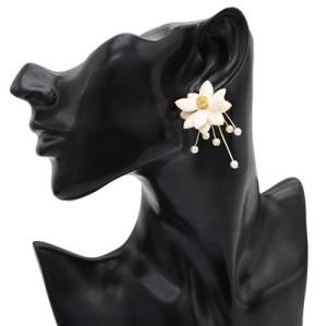 E-4896 Lady Elegant Korean Style Alloy Pearl Flower Shaped Stud Earrings