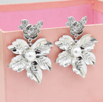 E-5029 2 Colors New Fashion Gold Silver Alloy Leaf Flower Shaped  Drop Earrings Artificial Pearl  Pendant Earrings Rose Ear Stud for Women Valentine's Day Gift