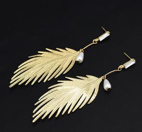 E-5028 New Fashion Gold Metal Leaf Shape Pearl Drop Earrings for Women Bohemian Wedding Party Jewelry Gift