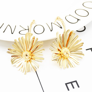 E-5308 Fashion Summer Daisy Earrings Big Golden Flower Pendant Earrings Jewelry For Women Design