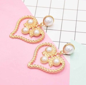 E-5568 Fashion Design Women Gold Love Pearl Heart Eardrop Pearl Dangle Drop Earrings For Women Jewelry